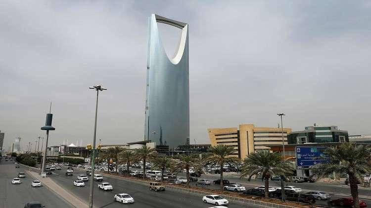 العاهل السعودي يستقبل وزير الطاقة الروسي (صور)