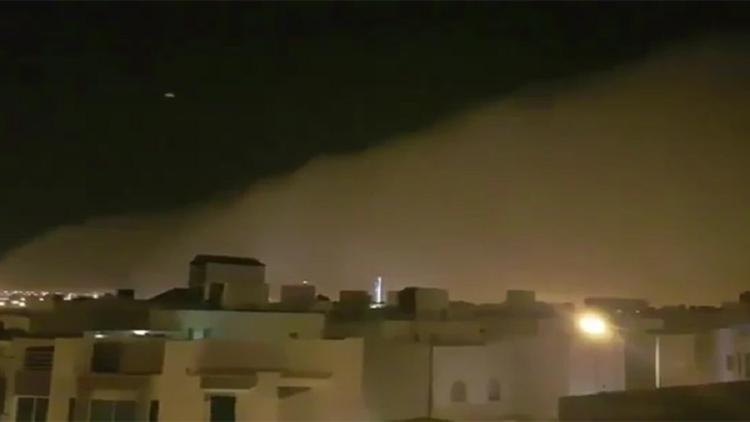 فيديو يحبس الأنفاس.. هكذا تسللت العاصفة الرملية إلى الرياض!
