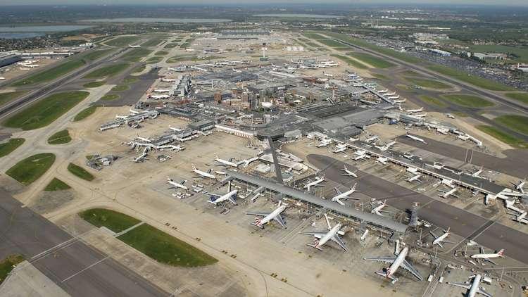 اصطدام طائرتين في مطار هيثرو الدولي