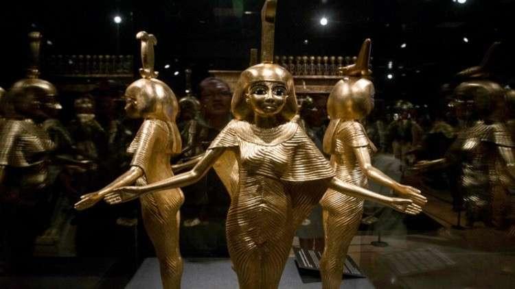 اعتقال شقيقين مصريين حاولا بيع تمثال فرعوني أثري