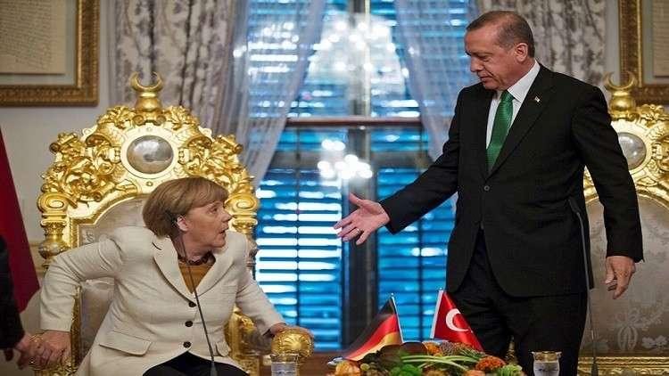 ميركل ترهن فتح صفحة جديدة مع تركيا بإفراجها عن صحفي ألماني