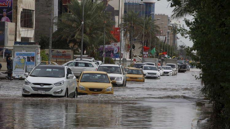 شوارع بغداد تغرق بالأمطار والسلطات تستنفر