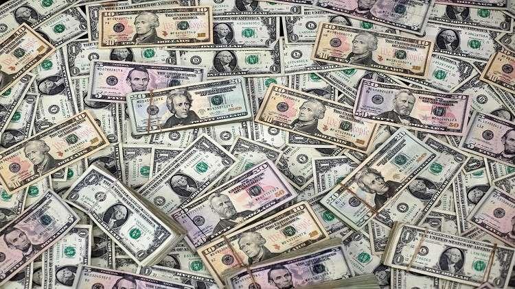 الدولار يتجه لتسجيل أسوأ أسبوع له في 9 أشهر