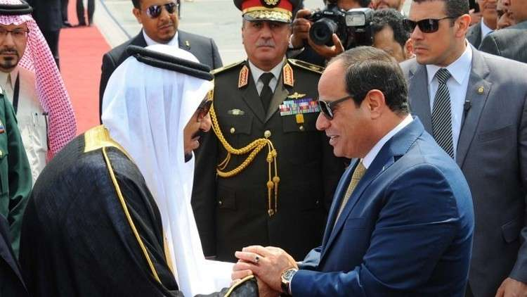 الملك سلمان يعبر في اتصال هاتفي مع السيسي عن دعمه للقاهرة في حربها على الإرهاب
