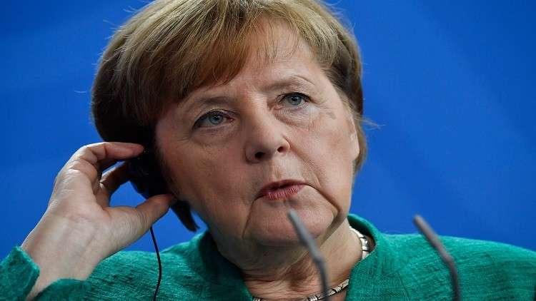 ميركل تحث تركيا على تجنب أي توتر داخل الناتو