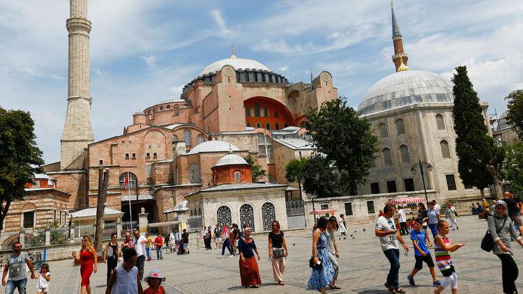 الروس يتصدرون سياح تركيا العام الماضي