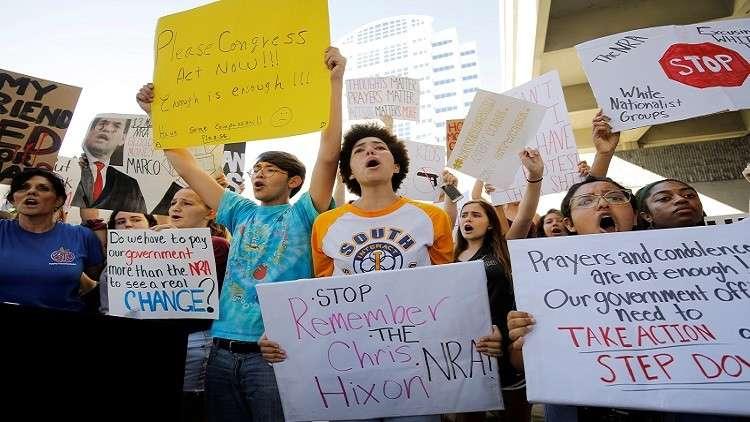 عودة المطالبات بتقييد حيازة السلاح في أمريكا بعد مجزرة فلوريدا