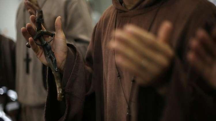 ضحية اعتداء جنسي من طرف كاهن يشرح لمبعوث البابا معاناته