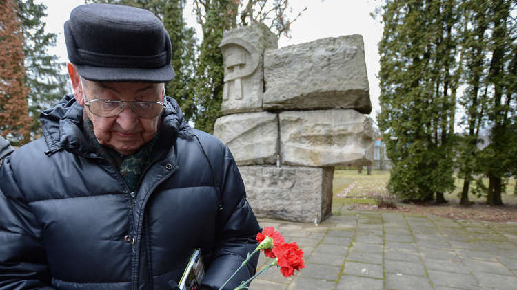 تكريم ذكرى بطل الاتحاد السوفيتي بيوتر ديرنوف في بولندا