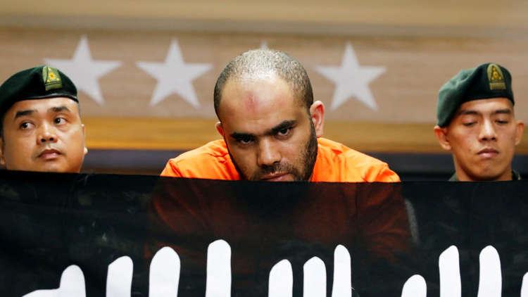اعتقال داعشي مصري مع عشيقته في الفلبين!
