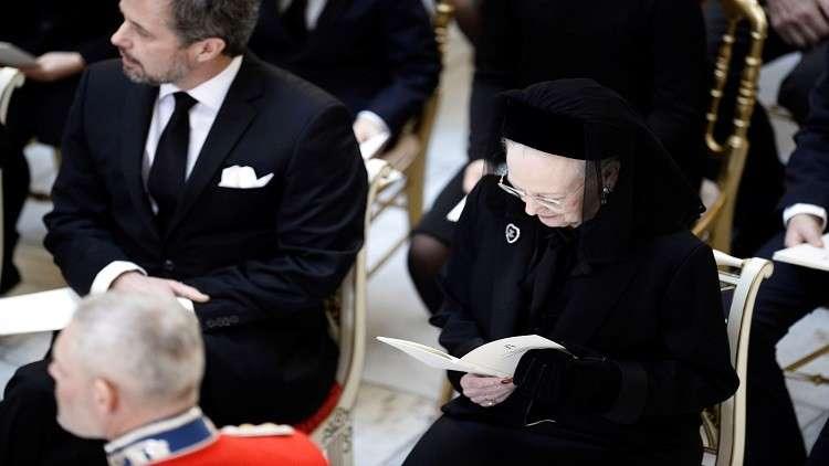20 ألف دنماركي يشاركون ملكتهم مراسم دفن زوجها الأمير هنريك