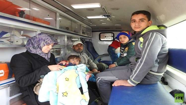 سوريا.. الهلال الأحمر يجلي حالات حرجة من الفوعة وكفريا المحاصرتين
