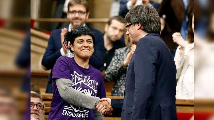 زعيمة كتالونية تفر إلى سويسرا هربا من المحاكمة في إسبانيا