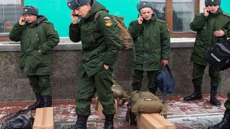 كبار الضباط الروس يزودون بهواتف خليوية بألفي دولار