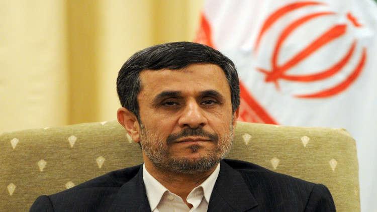 أحمدي نجاد يدعو خامنئي لإجراء انتخابات