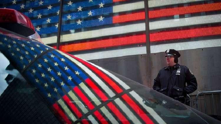 عمدة مدينة أمريكية ترفع راتب حارسها الشخصي لألف ضعف لقاء خدماته الجنسية