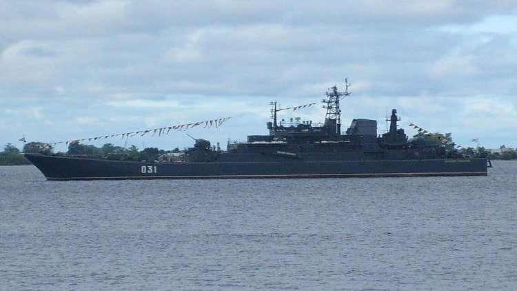 وسائل إعلام تسخر من عجز الأسطول البريطاني عن مرافقة السفن الروسية
