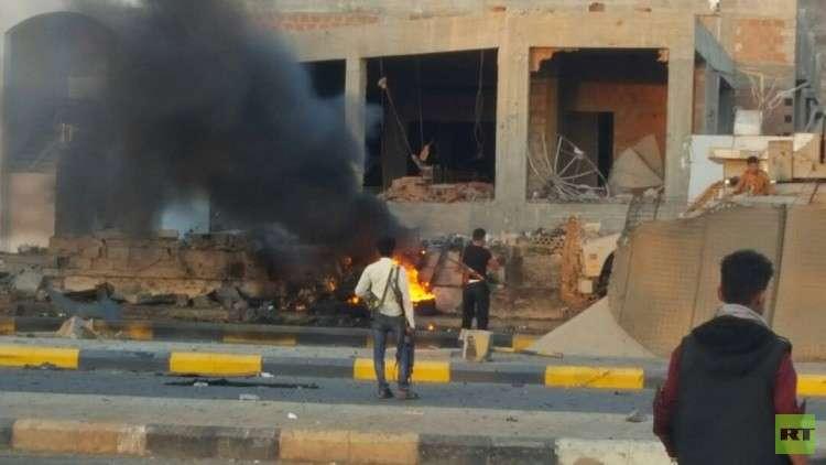 اليمن.. قتلى وجرحى بتفجير سيارة مفخخة استهدف معسكرا لقوات مكافحة الإرهاب بعدن