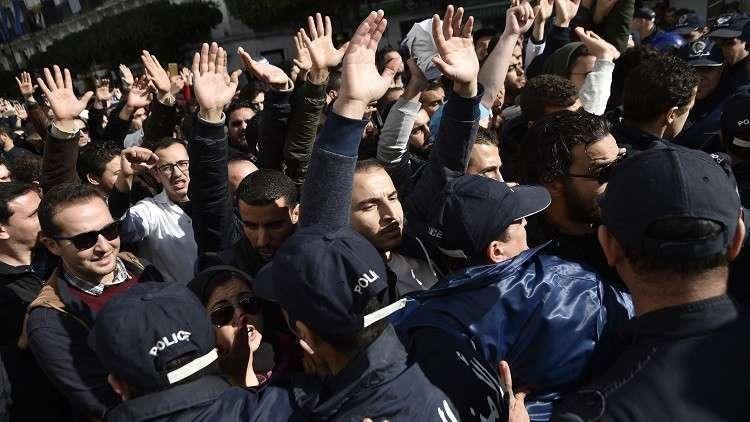 وزارة التربية الجزائرية تعزل 4 آلاف مدرس