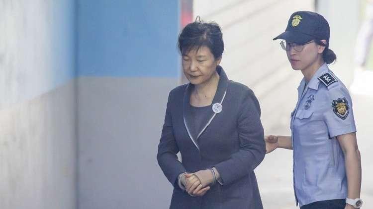 رئيسة كوريا الجنوبية المعزولة قد تواجه حكما بالسجن 30 عاما