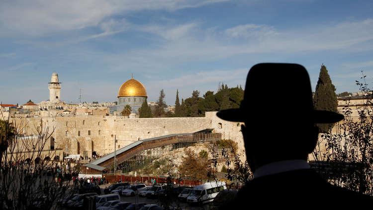 السلطات الإسرائيلية تعتقل 3 أشخاص بحجة الانتماء لـ