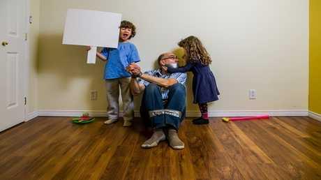 المساعدات الصوتية تعلم الأطفال الوقاحة