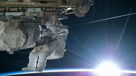 """روسيا تقدم عرضا بتجربة """"السير الفضائي"""" لأول مرة"""