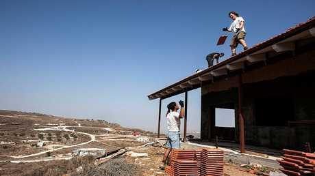 """أعمال بناء في البؤرة الاستيطانية """"هافات جلعاد"""" (أرشيف)"""