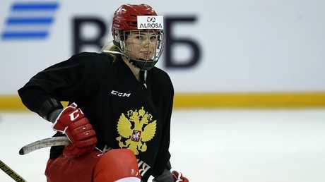 لاعبة المنتخب الروسي لهوكي الجليد