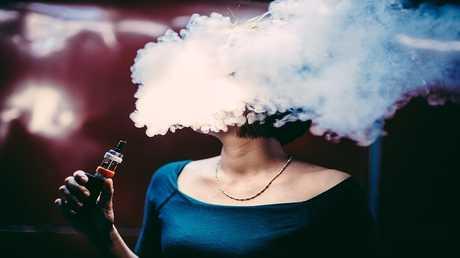 الخبراء يشجعون الحوامل على تدخين السجائر الالكترونية