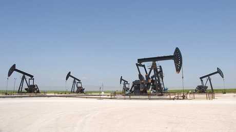 أرشيف - حقل جبسة النفطي في بلدة الشدادة بمحافظة الحسكة