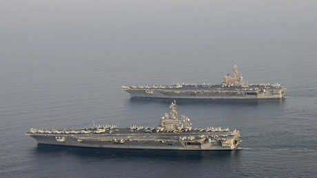 حاملتا الطائرات الأمريكيتان كارل فينسون وجورج و. ه. بوش في مياه الخليج العربي