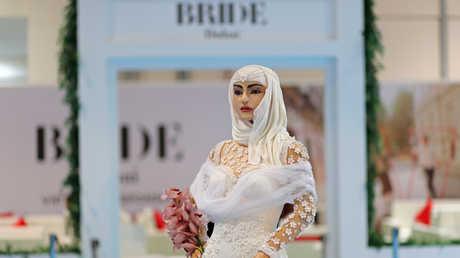 كعكة زفاف على شكل فتاة في دبي بسعر مليون دولار