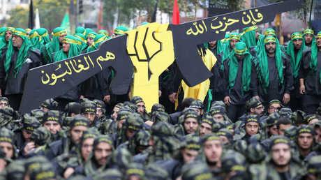 """عناصر من """"حزب الله"""" في مسيرة بمناسبة عاشوراء"""
