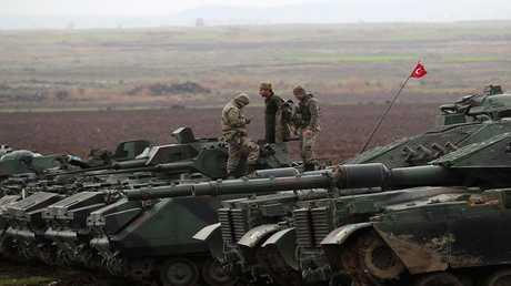 أرشيف - مدرعات تركية بالقرب من الحدود مع سوريا