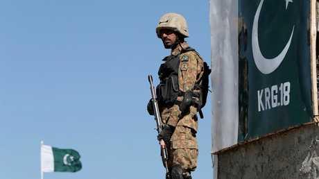 عنصر من القوات الباكستانية