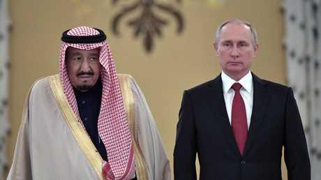 الرئيس الروسي، فلاديمير بوتين، خلال استقباله العاهل السعودي، الملك سلمان بن عبد العزيز (موسكو، 5 أكتوبر 2017)