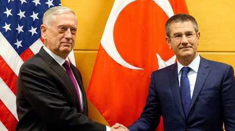 وزير الدفاع التركي، نور الدين جانيكلي نظيره الأمريكي جيم ماتيس