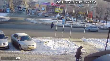 لحظة دهس امرأة تعبر شارعا في أورنبورغ الروسية