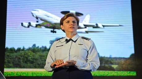 قائدة القيادة العسكرية الشمالية للقوات المسلحة الأمريكية الجنرال لوري روبنسون