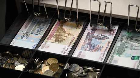 الروبل الروسي يعزز مواقعه أمام الدولار