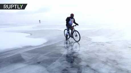 مسابقات المغامرين على جليد بحيرة بايكال