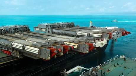 السفينة Pioneering Spirit العاملة في مد