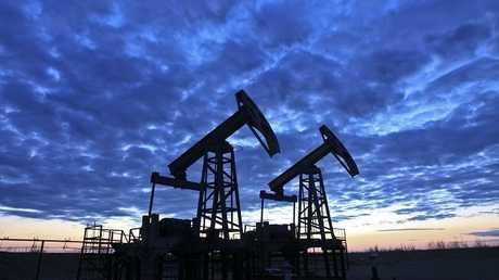 سعر النفط يقترب من 67 دولارا للبرميل بعد إغلاق حقل
