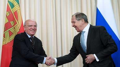 وزير الخارجية الروسي سيرغي لافروف مع نظيره البرتغالي أوغوشتو سانتوش سيلفا
