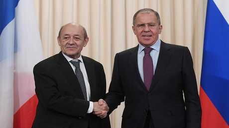 سيرغي لافروف وجان إيف لودريان أثناء مؤتمر صحفي مشترك في موسكو