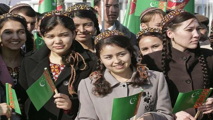 رئيس تركمانستان يقدم لكل امرأة هدية بـ 11$