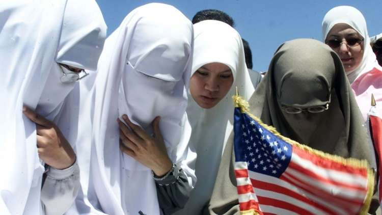 180 ألف دولار لثلاث نساء أجبرن على خلع الحجاب