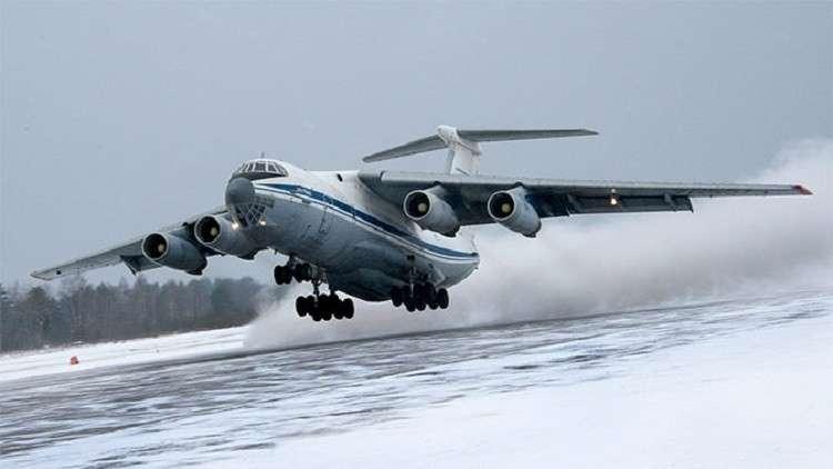 طائرات النقل العسكرية الروسية تهبط على مدرج مغطى بالثلج