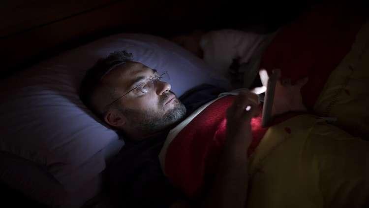 إغلاق الأجهزة الالكترونية قبل النوم ينقذنا من أمراض قاتلة